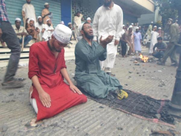 Image result for Seruan Muslim Rohingya: Tak Ada yang Bantu Kami di Sini. Sebarkan Jika Peduli.