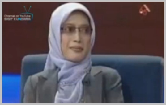 Aslina sedang menuturkan pengalaman mati suri nya dalam acara Kick-Andi di Televisi.