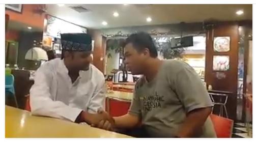 Telah Bersyahadat Mualaf Aakash Sharma, seorang India di Ayam Goreng Fatmawati Blokm Plaza [Klik Gambar untuk melihat Video nya]